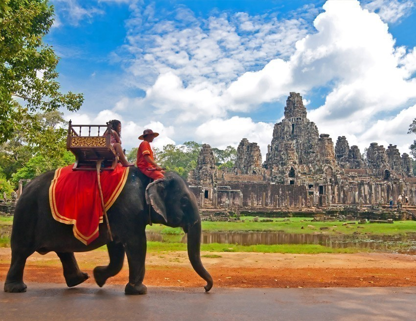 Stepping into Angkor Wat, a temple complex in Cambodia which is also the largest religious monument in the world, is like ascending into the realm of the Gods. | 5 Reasons Why you should go to Cambodia Right Now