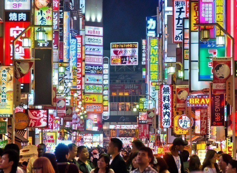Shinjuku is one of Tokyo's business districts with many international corporate headquarters located here. It is also a famous entertainment area | 10 Must-Visit Cities in Asia