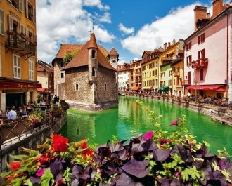 10 little towns in France you need to visit Now!