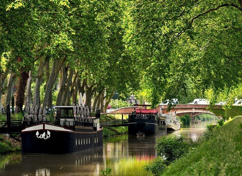 Walk along the canal of midi in Toulouse | 10 Most Exquisite Places to Visit in France