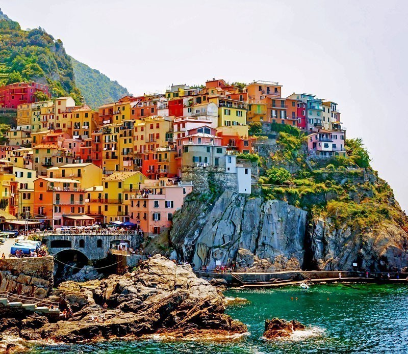 Beautiful View of Manarola, village of Cinque Terre | A visit to the 5 Towns of the Cinque Terre - Discover Italy