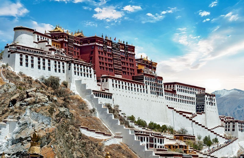Visit the Potala Palace in Lhasa ( Tibet ) | 10 Things To Do And See In China On A Budget