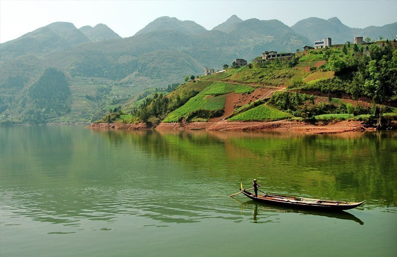 Relax At A Yangtze River Cruise | 10 Things To Do And See In China On A Budget
