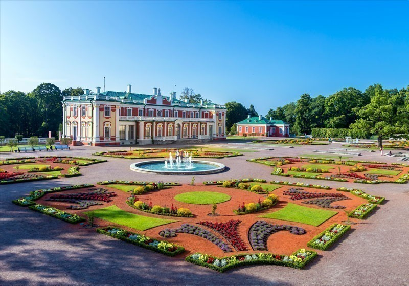 Kadriorg Palace in Tallinn, Estonia – a gift of the emperor Peter I to his wife Catherine the Great | What to Do in Tallinn in 3 Days
