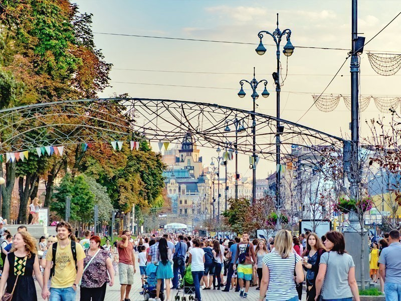 Khreshchatyk boulevard – the main trade artery of Kiev and the oldest in the center of the city | What to Do in Kiev in 3 Days