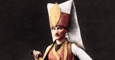 Kâzım Özalp'in Atatürk Anıları, Sofya'da Bir Kostümlü Balo