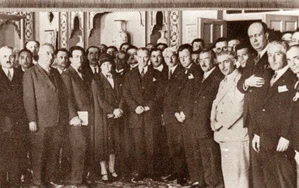 Atatürk, Ankara'da Türk Ocağı delegeleriyle. (27 Nisan 1930)