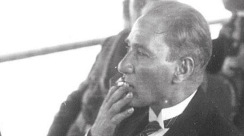 Atatürk'ün Sigara İçerken Çekilen 30 Fotoğrafı