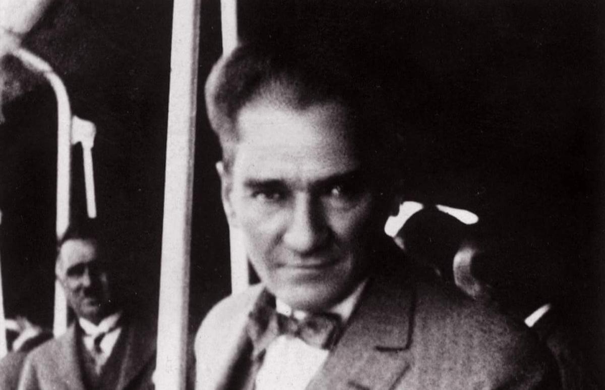Atatürk'ün Giyimiyle Mankenlere Taş Çıkartan 9 Fotoğrafı