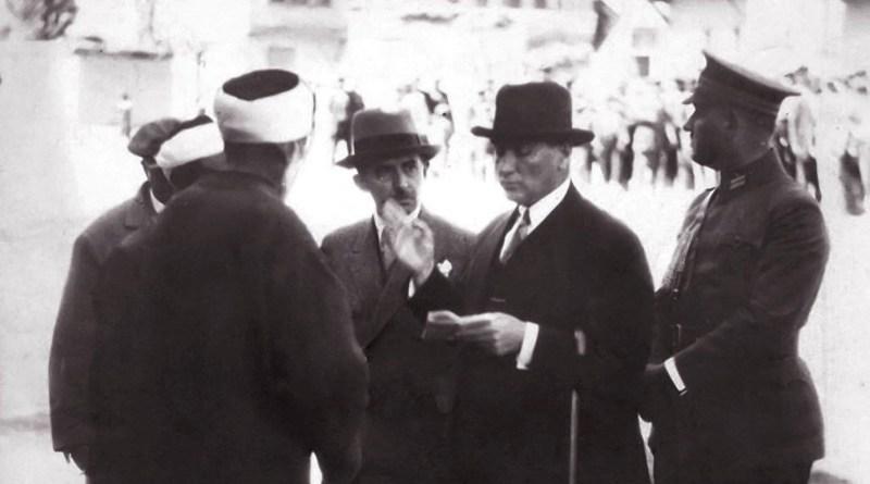 Nadir 18 Fotoğraf Ve Belgeyle Harf Devrimi Günlerinde Atatürk Ve Türk Basını