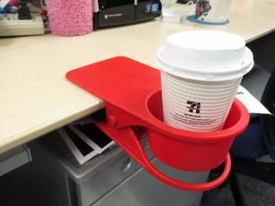 能在桌上使用的『飲料杯夾』