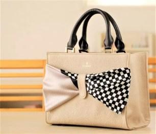 品牌ZAWAZA♡搭配江戶小紋領巾的日本製皮革手拿包「結~Yui~」