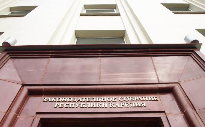 Обращение к Генпрокурору подписали представители самых разных фракций парламента Карелии. Фото: Валерий Поташов