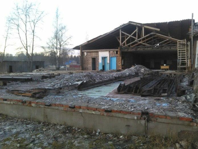 Здание школы в Ледмозере закрыто около двух лет. Фото: Андрей Рогалевич