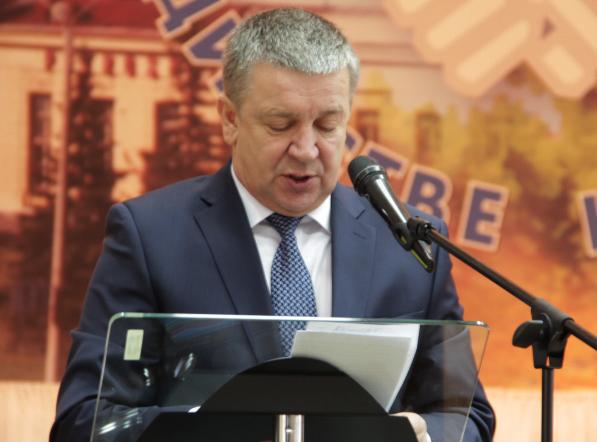 Глава Карелии выступает перед республиканскими профсоюзами. Фото: Анна Романова