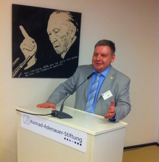 Через два дня после ареста Вадим Штепа уже выступал на семинаре в Германии. Фото: facebook.com