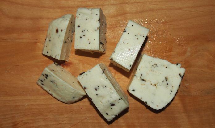 В Карелии стали выпускать сыр по итальянской технологии, но его цена для многих жителей республики не по карману. Фото: Валерий Поташов