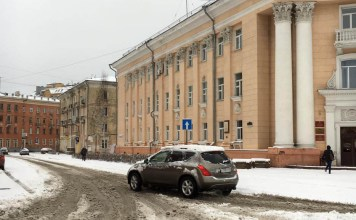 Апрельский снег застал городские службы Петрозаводска врасплох. Фото: Роман Гольцев