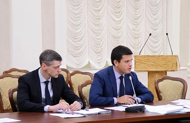 Карельский министр Дмитрий Матвиец выступает на заседании штаба в республиканском правительстве. Фото: gov.karelia.ru