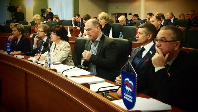 На заседании карельского парламента. Фото: Валерий Поташов