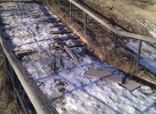 Лестница к реке находится в аварийном состоянии. Фото: Валерий Поташов