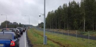 Очередь на финляндско-российской границе. Фото: karjalainen.fi