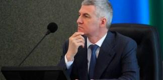 Врио главы Карелии Артур Парфенчиков на заседании парламента республики. Фото: Сергей Мятухин