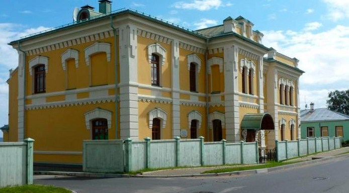 Епархиальное управление в Петрозаводске занимает историческое здание на набережной Онежского озера. Фото: eparhia.karelia.ru
