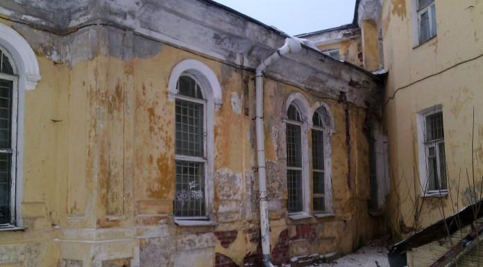 В этих разваливающихся зданиях располагается ... Национальный музей Карелии. Фото: Валерий Поташов