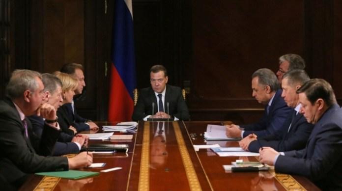 Глава российского правительства Дмитрий Медведев с вице-премьерами. Фото: правительство.рф