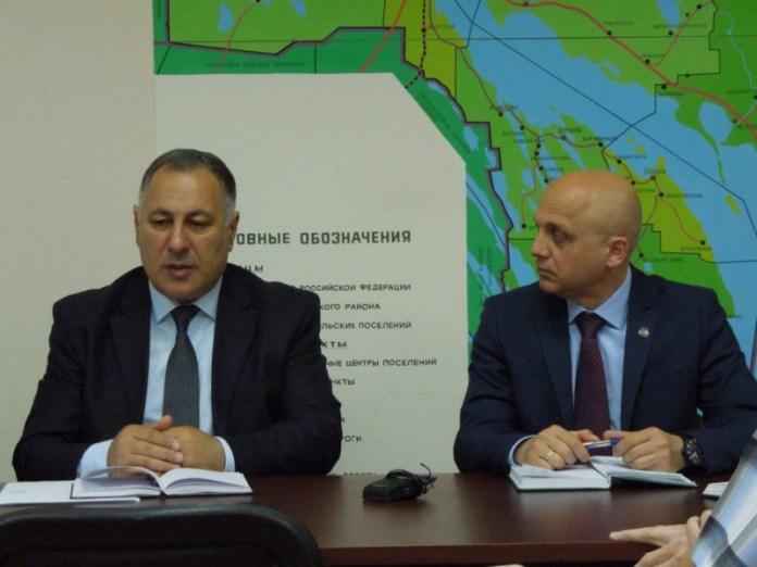 Глава горсовета Медвежьегорска Саяд Искендеров (слева) и спикер парламента Карелии Элиссан Шандалович. Фото: karelia-zs.ru