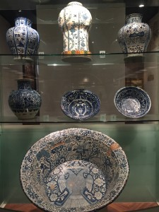 China's enameled ceramics as well as manufacturing pieces in their own style, known today as Talavera Poblana