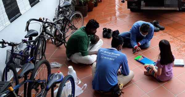 S'pore Child Jios Migrant Workers To Board Game, So They Can Wait Out The Rain Together