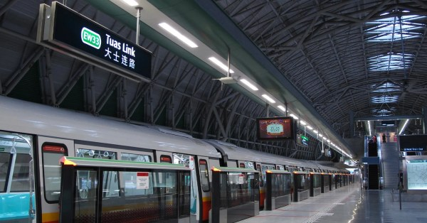 SMRT Closing 6 EWL Stations On Sundays To Replace Cables, Shuttle Buses Available