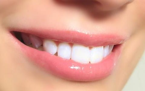 جهاز تبييض الاسنان بالبيت وتعرف على أفضل 4 أجهزة لتبييض الأسنان /متألقة