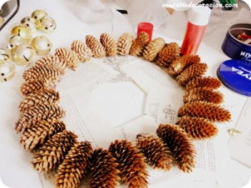"alt=""corona-navidad-piñas"""