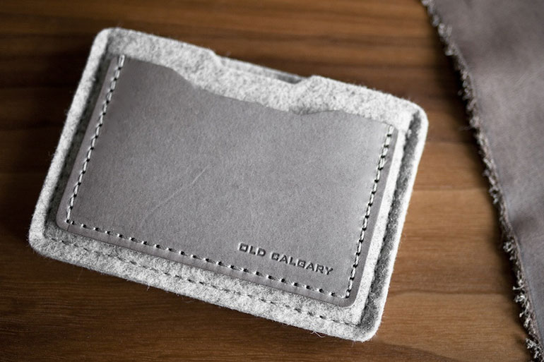 ALPHA-CARD-WALLET-IN-CONCRETE