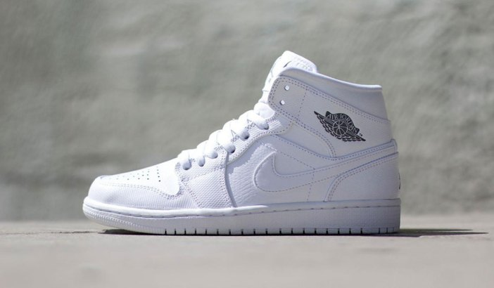 air-jordan-1-mid-white-white-1-960x640
