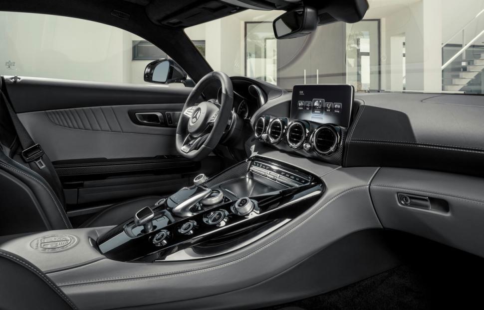 2016-mercedes-amg-gt-interior-2