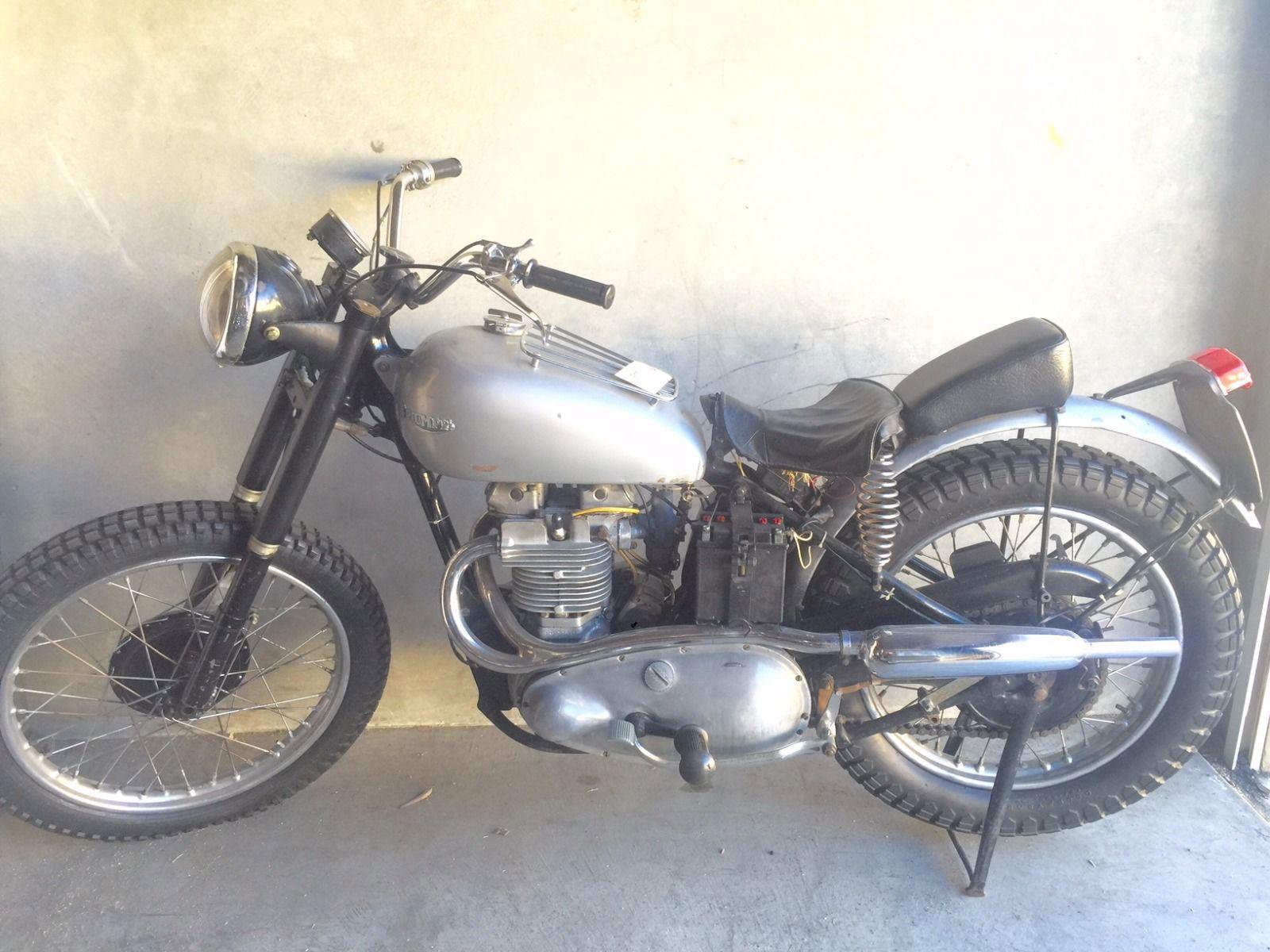 Fonzies-Happy-Days-Televison-Series-Triumph-Motorcycle-1-2