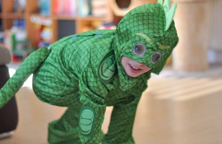 Hier findest du Ideen für die PJMasks-Party. Mit wenigen Accessoires zu Gecko, Eulette und Catboy werden und an Fasching, zum Geburtstag oder daheim zum Superhelden werden. #pjmasks #pyjamahelden #verkleidung #fasching #rollenspiel #spielen