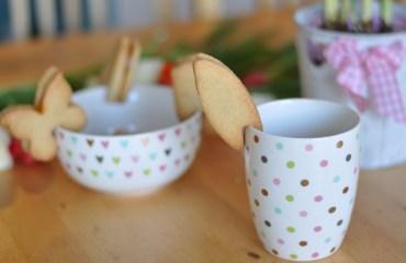 Einfache Kekse für Ostern: Tassen-Gebäck mit Konfitüre
