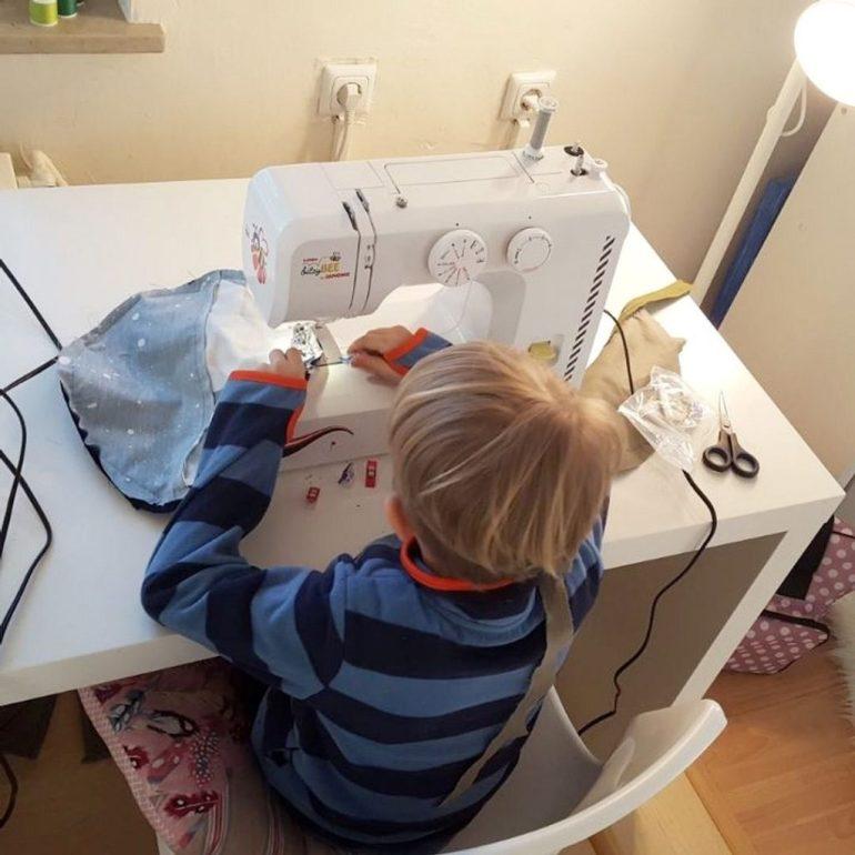 Jungs an die Nähmaschine - Warum Nähen auch ein cooles Hobby für Jungs ist #nähen #gender #junge #hobby #nähmaschine