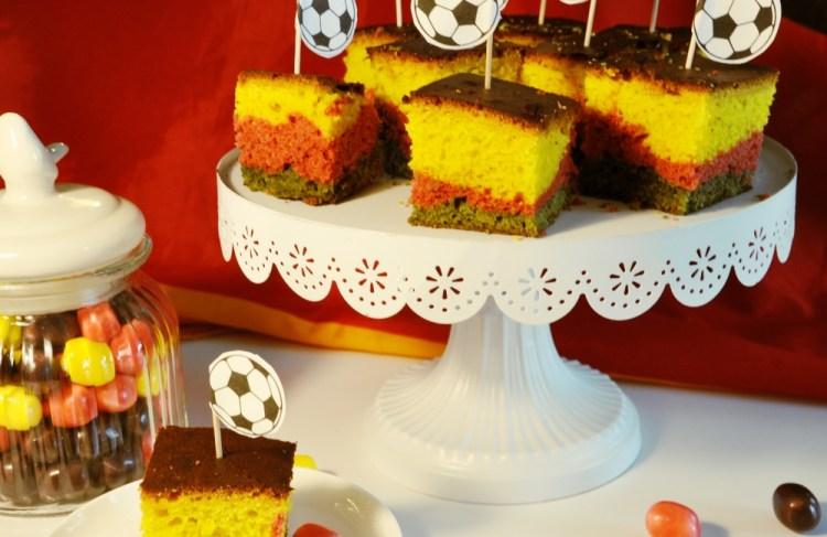 Fußball-Party mit Deutschland-Blondies #Rezept