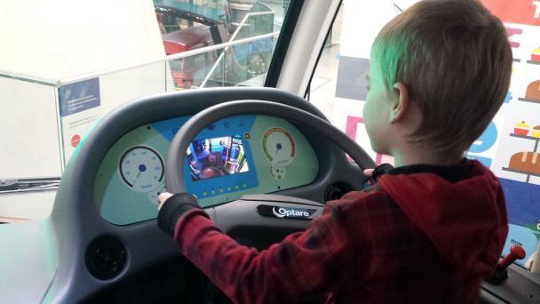 Kind als Busfahrer