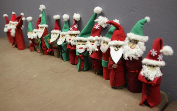 basteln mit kindern f r weihnachten weihnachtsm nner aus. Black Bedroom Furniture Sets. Home Design Ideas