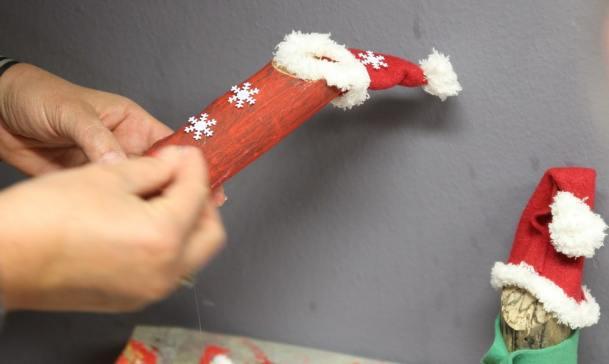 Basteln mit Kindern, Basteln für Weihnchten: Weihnachtswichtel aus Holz