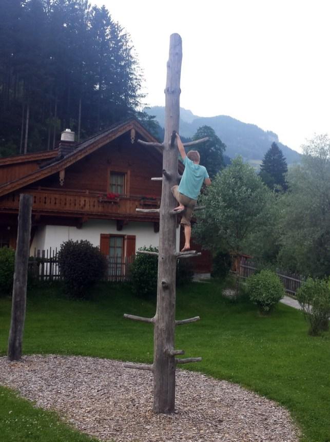Kinderunterhaltung: Kletterbaum Kinderfreundliche Holzleb'n Chalets Großarl, Salzburger, Österreich | Urlaub mit Kind, Reisen mit Kind