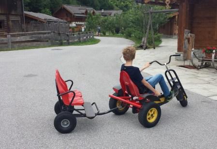 Kinderunterhaltung: Tretfahrzeuge! Kinderfreundliche Holzleb'n Chalets Großarl, Salzburger, Österreich | Urlaub mit Kind, Reisen mit Kind