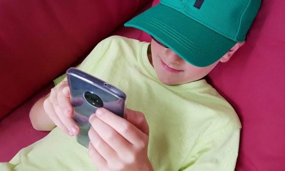 Erstes Smartphone für das Kind: Ab wann ein eigenes Handy? Welches Handy?